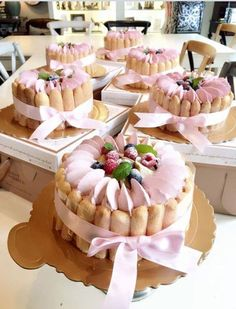 Fancy Desserts, Fancy Cakes, Mini Cakes, Delicious Desserts, Cupcake Cakes, Charlotte Russe Cake, Charlotte Dessert, Cake Recipes, Dessert Recipes