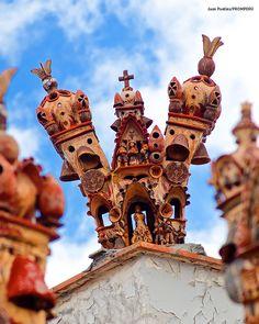 Quinua's handicrafts, work of art made by artisans of the town, which represent the affectivity and their daily lives, as their ancestors, the Huarpas and Waris, did. // Artesania de Quinua, obra de arte hechas por artesanos del pueblo del mismo nombre, que representan y expresan la afectividad y vivencia cotidiana, como lo hicieron sus antepasados los Huarpas y Waris. #Handicrafts #Peru #Ayacucho #Quinua