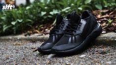 """Der Tubular Runner W """"Triple Black"""" von adidas. Sizerun: 36-46  #adidas #tubular #tubularrunner #tripleblack #sneaker #soulfoot #slft"""