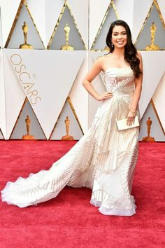 Auli& Cravalho arrives in Rubin Singer on the Oscars red carpet for the Academy Awards. Oscars 2017 Red Carpet, Oscar Fashion, Strapless Dress Formal, Formal Dresses, Oscar Dresses, Red Carpet Dresses, Red Carpet Fashion, Amazing Women, Ball Gowns