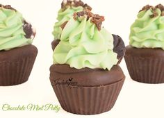 A decadent blend of creamy peppermint, rich dark chocolate, swirled with ribbons of buttery caramel and vanilla creme. Amazing! This soap cupcake has a