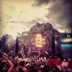 hands down one of the best sets I've ever listened to #edm #hardwell #tomorrowland2013