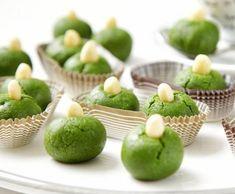 Nepečené cukroví matcha Matcha, Mini Cupcakes, Kids Meals, Food And Drink, Eggs, Sweets, Baking, Fruit, Breakfast