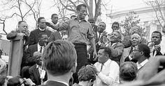 The author James Baldwin smiles while addressing the crowd from the speaker's platform, after participating in the march from Selma to Montgomery in support of voting rights, Alabama, March Photo: Robert Abbott Sengstacke, Getty Images / Archive Photos Pamplona, James Baldwin Quotes, African American Authors, Coretta Scott King, Social Issues, Civil Rights, Black History, Vintage Photos, Fotografia
