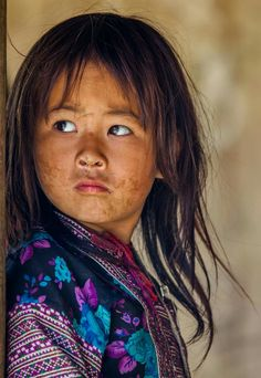 Hmong girl. Vietnam. Rehahn_photography. We Are The World, Small World, People Around The World, Around The Worlds, Beautiful Children, Beautiful Babies, Bless The Child, Steve Mccurry, Face Expressions