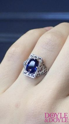 A unique take on a sapphire ring Antique Jewelry, Vintage Jewelry, Vintage Engagement Rings, Jewelry Collection, Sapphire, Antiques, Old Jewelry, Ancient Jewelry, Antiquities