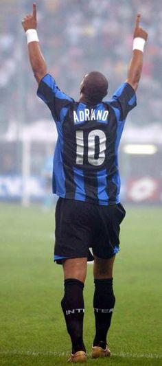 Adriano nel 2004 (Ansa)