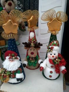 Posts about Christmas written by money. Christmas Sewing, Christmas Art, Christmas Projects, Felt Christmas Decorations, Christmas Wreaths, Christmas Ornaments, Holiday Decor, Christmas Figurines, Felt Crafts
