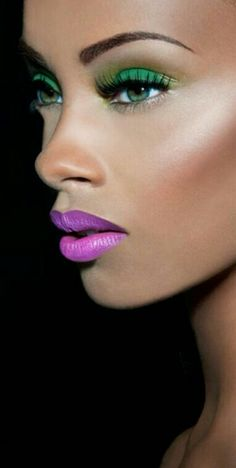 Colorful makeup for brown skin. Beautiful - green eyeshadow and pink lipstick purple lipstick Flawless Makeup, Gorgeous Makeup, Love Makeup, Makeup Tips, Makeup Looks, Amazing Makeup, Brown Skin Makeup, Beauty And Fashion, Foto Art