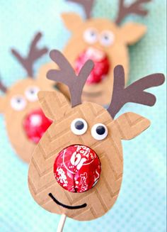 I love my Cricut especially when I can use it to make these adorable Reindeer Lollipop Holders in a matter of minutes. School Christmas Party, Christmas Party Favors, Preschool Christmas, Christmas Crafts For Kids, Christmas Goody Bags, Christmas Tables, Nordic Christmas, Modern Christmas, Christmas Treats
