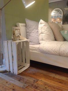 Sfeervol aangekleed met dekbed overtrek en kussens van Koeka Home bij De Bongerd.