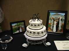 What a gorgeous wedding cake from fligners right here in lorain fligners market lorain ohio great place to look for that perfect cake junglespirit Images