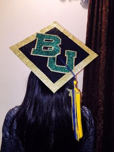 Simple, clean, but dazzling Baylor grad cap! (via @marianahalow on Twitter)