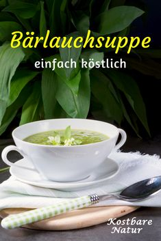 Quick homemade leek soup- Schnelle Bärlauchsuppe zum Selbermachen Wild garlic soup protects you from colds in spring, provides you with many vital substances and tastes really delicious! Garlic Soup, Wild Garlic, Soup Recipes, Vegan Recipes, Dinner Recipes, Leek Soup, Cheesecake, Vegan Soup, Healthy Drinks