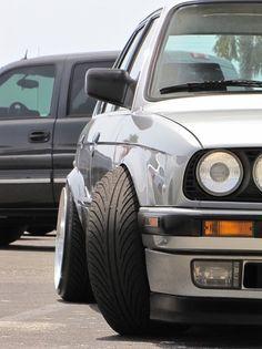 E30 peekin'