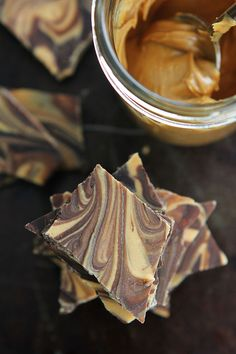 ***Peanut Butter Chocolate Swirl Bark Recipe ~ you only need 3 ingredients to make this delicious bark! Gourmet Recipes, Sweet Recipes, Cooking Recipes, Candy Recipes, Yummy Recipes, Paleo Peanut Butter, Chocolate Peanut Butter, Chocolate Swirl, Chocolate Delight