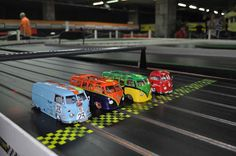 Seltene Aufstellung. Scalextric VW Bus.  http://www.vwcamperblog.com/2012/11/24/vw-bus-scalextric-yes-please-santa
