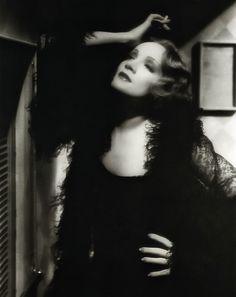 Dietrich, Marlene (Shanghai Express)