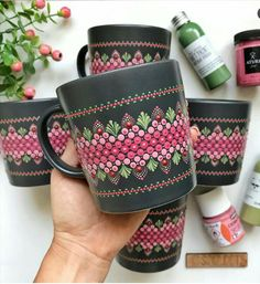 🎉🎉 Perfect Mandala Mugs. 🎉🎉 Which one you want to sip from? Glass Painting Designs, Pottery Painting Designs, Dot Art Painting, Mandala Painting, Ceramic Painting, Pottery Art, Bottle Painting, Bottle Art, Glass Bottle Crafts