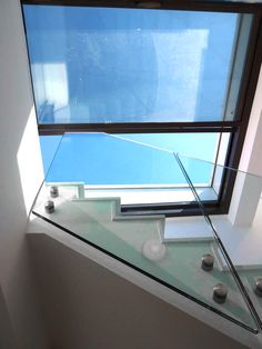 3 wall sliding box rooflights for direct access to a roof or terrace. House Windows, House Roof, Pavilion Architecture, Sustainable Architecture, Residential Architecture, Contemporary Architecture, Japanese Architecture, Landscape Architecture, Cabin Design
