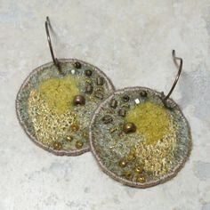 katetofttastykaeru rev felt earrings