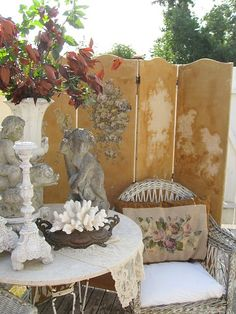 A folding screen can be a decorator's secret weapon. Here are some fabulous and creative ideas on how to use a folding screen in your home. Outdoor Rooms, Outdoor Gardens, Outdoor Living, Outdoor Decor, Screened In Patio, The Fresh, Vintage Antiques, Shabby Chic, Old Things