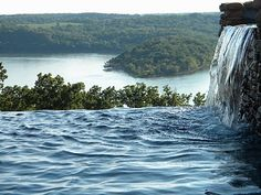 Natural infinity pool with waterfall at Integrity Hills in the Ozark Mountains Missouri Vacation Places, Vacation Spots, Places To Travel, Pamukkale, Swimming Pool Water, Swimming Pool Designs, Oh The Places You'll Go, Places To Visit, Planes