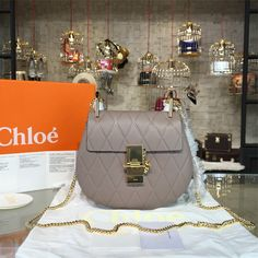 product code # 8572482 100% Genuine Leather Matching Quality of Original CHLOE Production (imported from Europe) Comes with dust bag, authentication cards, box, shopping bag and pamphlets. Receipts are only included upon request. Counter Quality Replica (True Mirror Image Replica) Dimensions: 19.5cm x 6.5cmx 17cm (Length x Height x Width) Our Guarantee: The handbag you...READ MORE