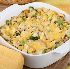 One Pot Cheesy Chicken Broccoli and Rice Casserole – it's cheesy, it's comforting and it's made in one pot. It's dinner! Prep time 10 mins Cook time 30 mins Total time 40 mins Serves: 6 One Pot Cheesy Chicken Broccoli Broccoli Cheddar Casserole, Chicken Broccoli Cheese, Chicken Noodle Casserole, Cheesy Chicken, Cream Of Chicken Soup, Rice Casserole, Creamed Chicken, Chicken Divan, Food Dinners