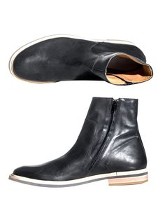 Black leather ankle boots with an inside zip fastening. Exuding a sense of polished sophistication, these transparent sole boots from Maison Martin Margiela are a stylish juxtaposition of pulled-together ruggedness; wear yours with slim-cut trousers for an effortless approach.