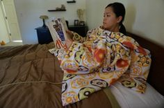 Tutorial: Reading blanket that keeps your arms covered – Sewing