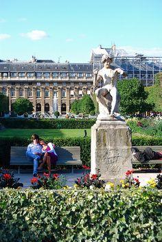 Jardin du Palais Royal, Paris, France.  Photo: Vainsang via Flickr