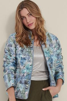 Spring summer collection Lightweight reversible jacket from Barbara Lebek fashion clothing . Outerwear for the holiday season. Perfect for cooler evenings. Irish Fashion, Summer Quilts, Spring Jackets, Quilted Jacket, Fashion Outfits, Womens Fashion, Summer Collection, Bomber Jacket, Spring Summer
