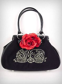 Velvet sugar skull kiss lock purse... gotta love shopplasticland.com!!! <3