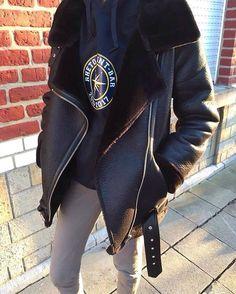 r h é t o 💥 - - - - - - #fashionista #streetstyle #zaradaily #zarawoman #trendy #zaraaddict #stylish #streetwear #bagaddict #clothes #luxurybag  #luxurybags #zara #blogger #style #loobook #designer #instabloger #pants #balenciaga #hm #adidassuperstar #balenciagabag #zarajacket #trend #bag #adidas