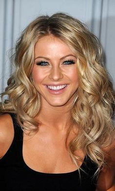 Love her long curls. Such a shame she chopped it all off! Wedding Hair And Makeup, Hair Makeup, Julianne Hough Hair, Hair Addiction, Corte Y Color, Long Curls, Long Curly Hair, Great Hair, Curled Hairstyles