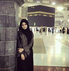 Oh Allah give every muslim the opportunity to touch the holy kaaba Ameen. Hijabi Girl, Girl Hijab, Hijab Outfit, Muslim Girls, Muslim Couples, Muslim Women, Street Hijab Fashion, Muslim Fashion, Modele Hijab