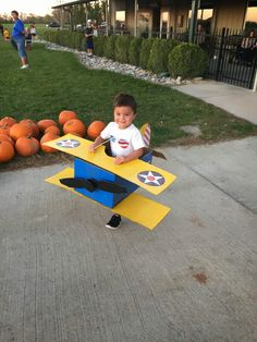 Cardboard Airplane, Cardboard Box Crafts, Cardboard Toys, Craft Activities For Kids, Projects For Kids, Diy For Kids, Crafts For Kids, Airplane Costume, Airplane Party