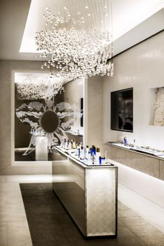 La Maison Guerlain gets an Update by Peter Marino Top Interior Designers, Commercial Interior Design, Commercial Interiors, Luxury Store, Unique Home Decor, Best Interior, Retail Design, Luxury Furniture, Decoration