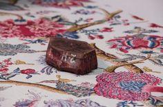 """""""Le Grand Corail"""", icónica #tela de #Braquenié para Pierre Frey desde 1860 y reimpresa a mano, a la antigua usanza, a través del proceso de impresión de bloque de madera. Un taller único de pura artesanía en un mundo aferrado a la practicidad y a la rentabilidad.  #decoracion somos#distribuidores #mayoristas Más info:http://lemurier.net/"""
