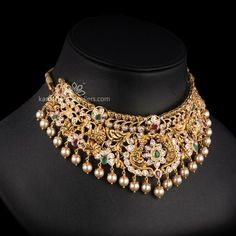 Kameswari Jewellers in India. Choker Necklace Online, Necklace Set, Bridal Necklace, Gold Jewellery Design, Gold Jewelry, Gold Necklaces, Jewlery, Bridal Jewelry Vintage, Bridal Jewellery