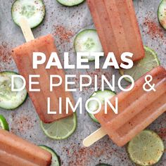 Paletas de pepino & limón Picositas, aciditas and easy. These lollipops with lemon and chili are delicious, you will love them. Mexican Snacks, Mexican Food Recipes, Dessert Recipes, Burger Recipes, Thai Recipes, Tasty Videos, Food Videos, Food Blogs, Deli Food