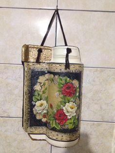 Telha decorada decoupagem em guardanapo.