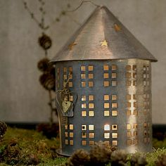 preview_zinc-house-candle-holder-with-stars-moon.jpg (300×300)