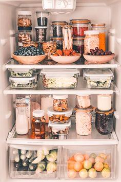 Refrigerator Organization, Kitchen Organization Pantry, Home Organisation, Kitchen Pantry, Organization Hacks, Kitchen Decor, Organizing, Organized Fridge, Healthy Fridge