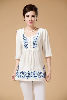 White blouse embroidered in blue. - Rita Magazine - - White blouse embroidered in blue. Embroidered Clothes, Embroidered Blouse, Embroidery Dress, Look Fashion, Womens Fashion, Indian Designer Wear, Simple Dresses, Women's Fashion Dresses, Dress Patterns