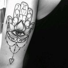 """Tatuagem feita por <a href=""""http://instagram.com/marilia_tattoo"""">@marilia_tattoo</a>      #tatuagem               #amazingink"""