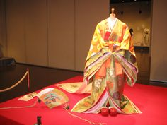 ...Heian era, the last era in Japanese history until Meiji era with simple hairstyles and comfortable shoes...