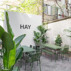 Outdoor-Möbel von Hay, die funktionelle und ästhetische Eigenschaften auf optimale Art und Weise vereinen.