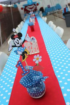 Vintage Minnie long table. Birthday party.